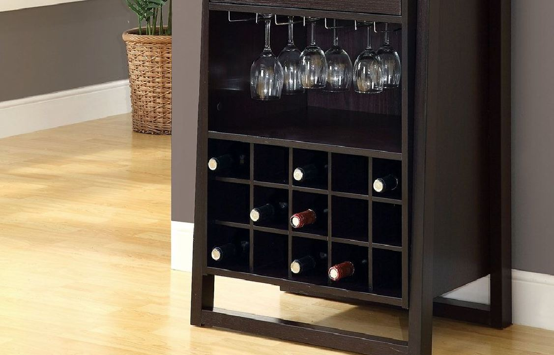 Las botellas del bar deben ser guardadas de forma horizontal y las